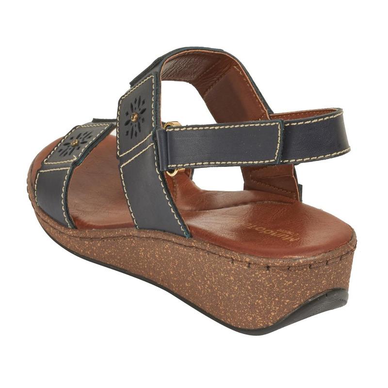 Sandalia plataforma negra con pulseras 016730
