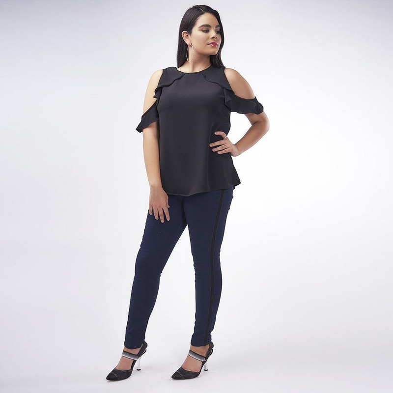 Blusa Negra Con Olanes 019346