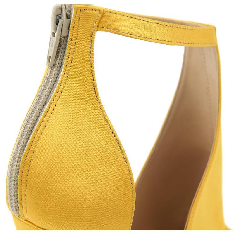 Sandalia De Tacón Amarilla Con Pulsera 020887