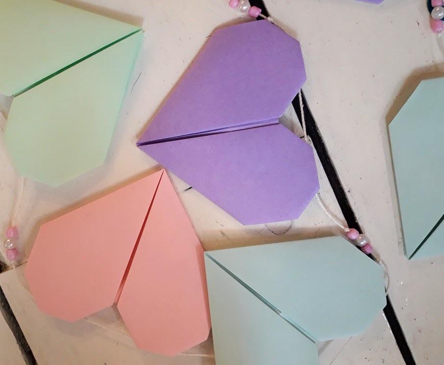 Guirnalda de corazones en origami