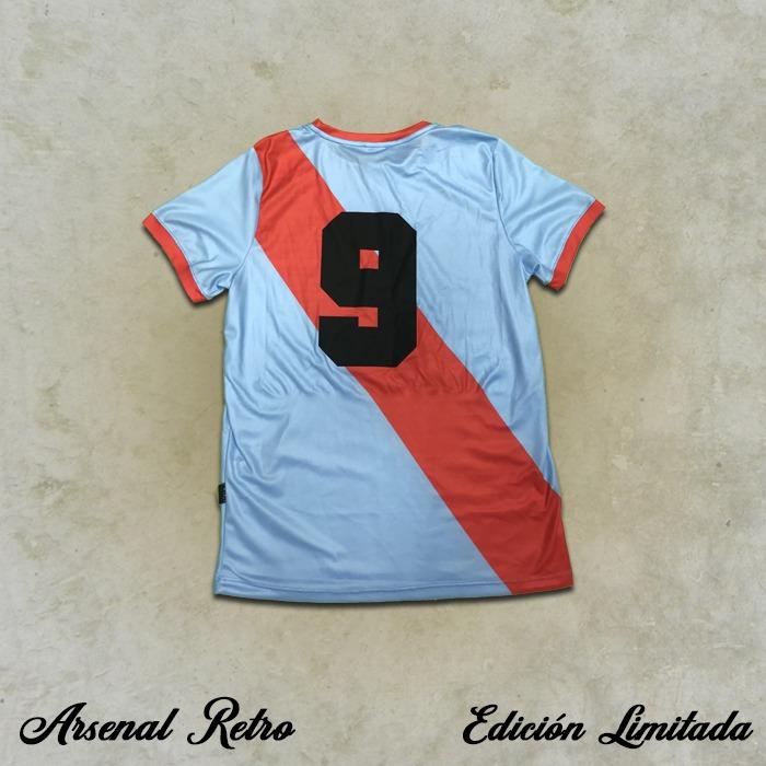 Camiseta Retro - Juan Carlos Santiago