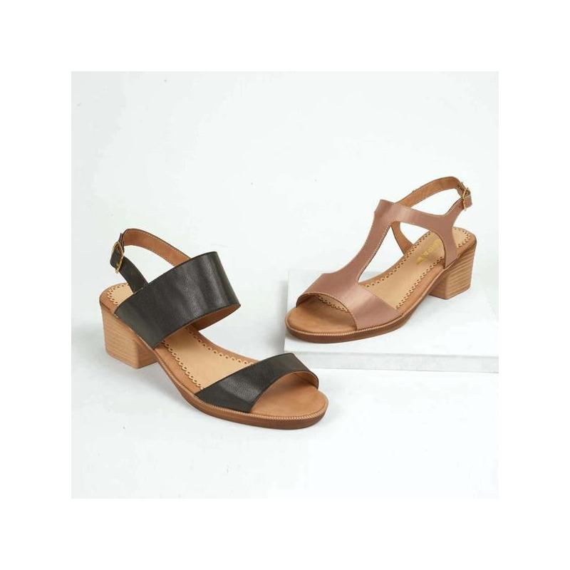 Combo sandalias tacón negro y café  016552