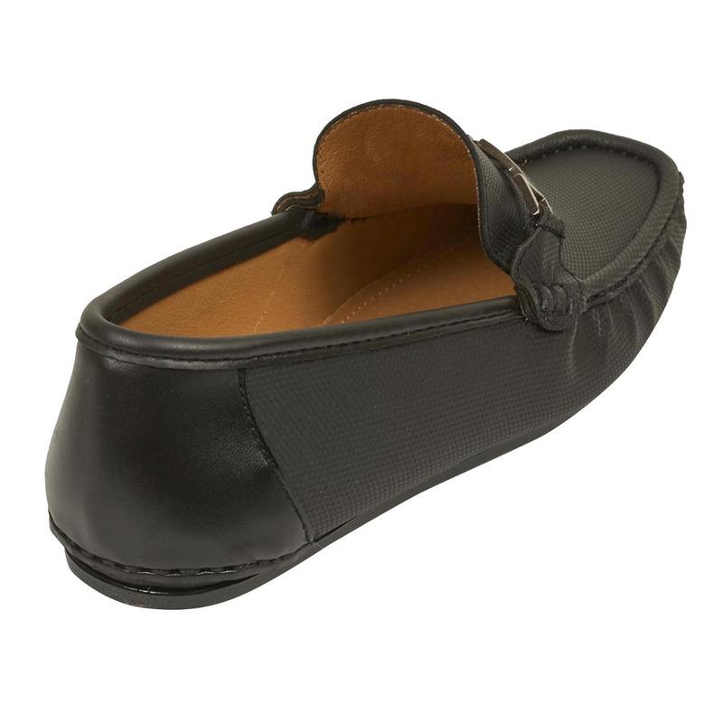 Mocasín negro con broche 018788