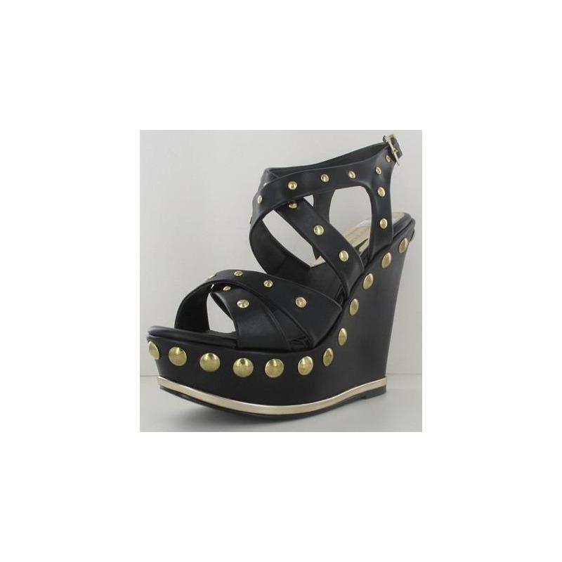 Sandalia tacón negra con dorado 011671