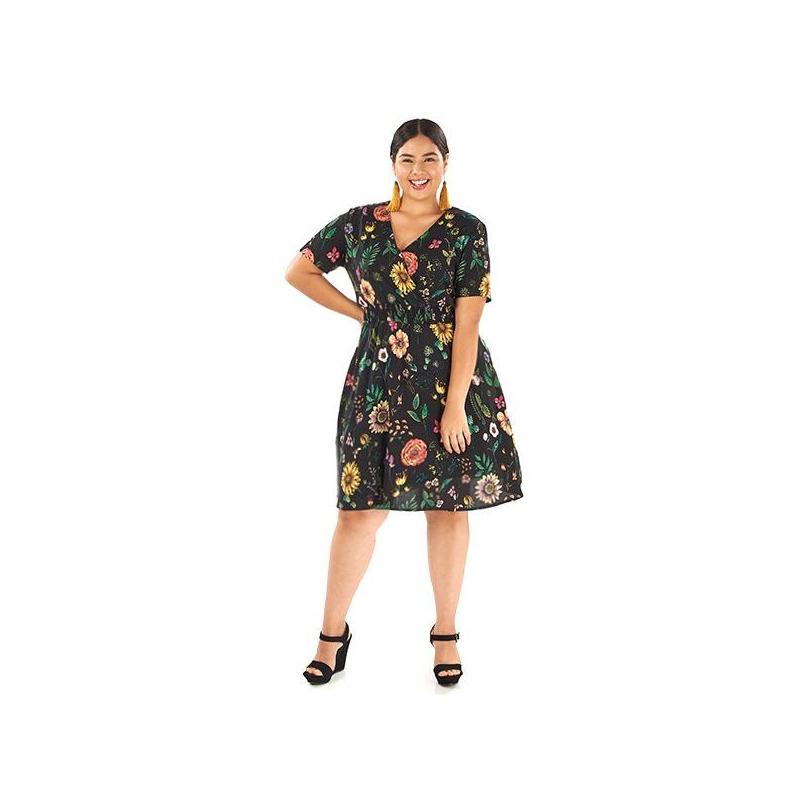 Vestido negro floreado corto