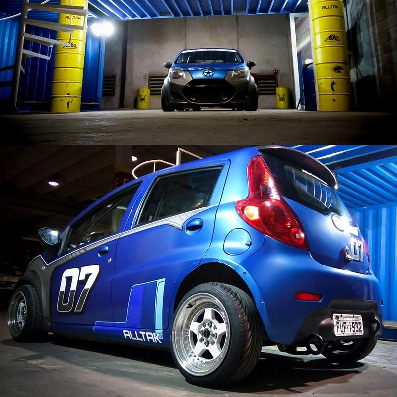 Adesivo para envelopamento automotivo ultra brilho azul metálico larg. 1,38 m