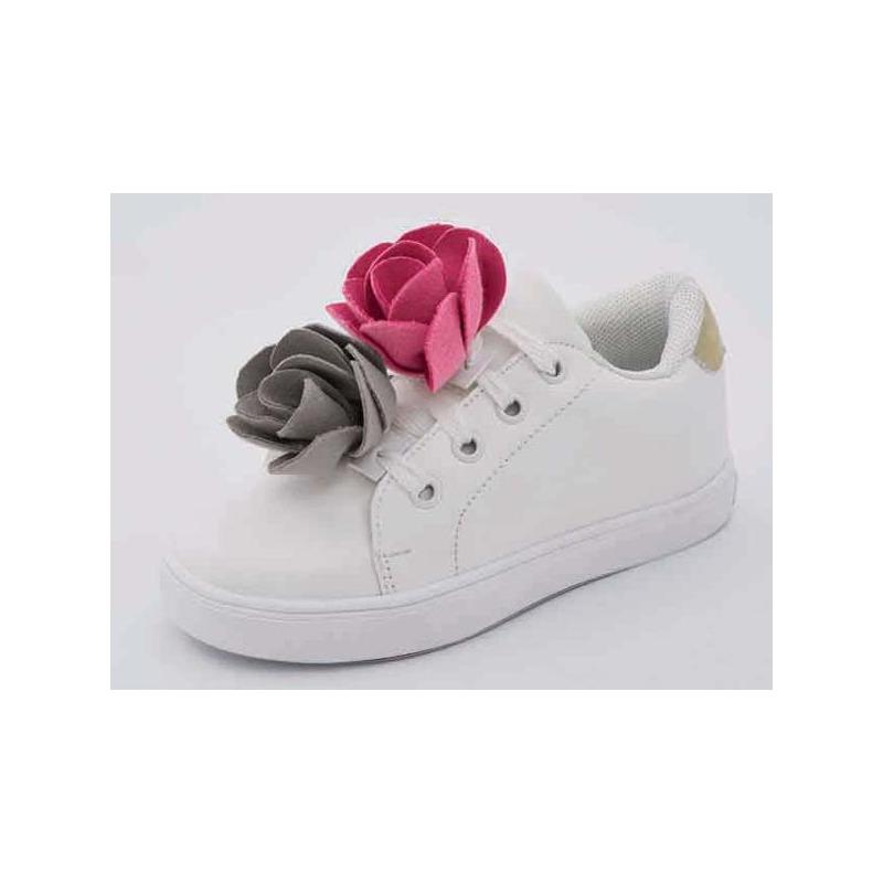 Sneakers blancos con flores de tela 018416