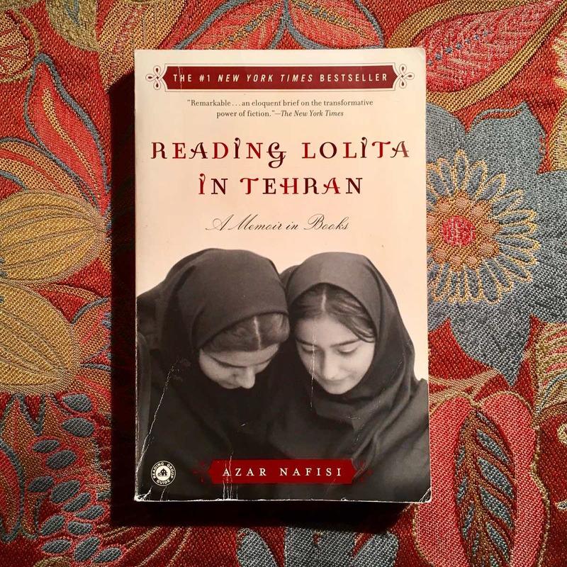Azar Nafisi.  READING LOLITA IN TEHRAN.