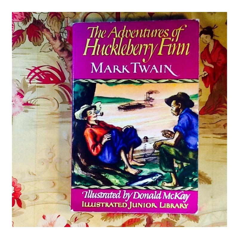Mark Twain.  THE ADVENTURES OF HUCKLEBERRY FINN.  Illustrated.