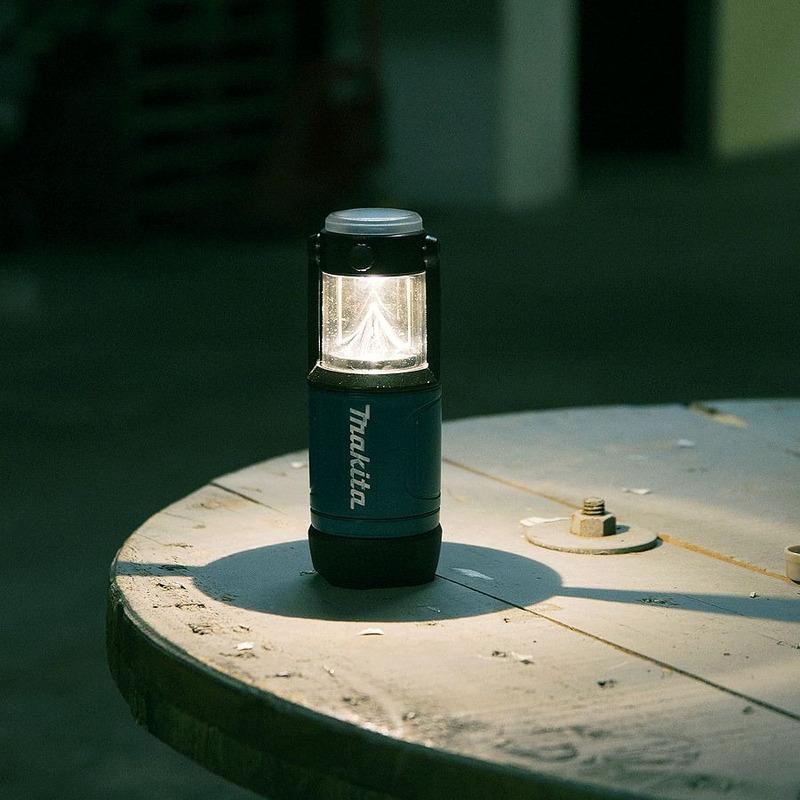 Lanterna a Bateria Iluminação 360º ou Focada ML102 Makita