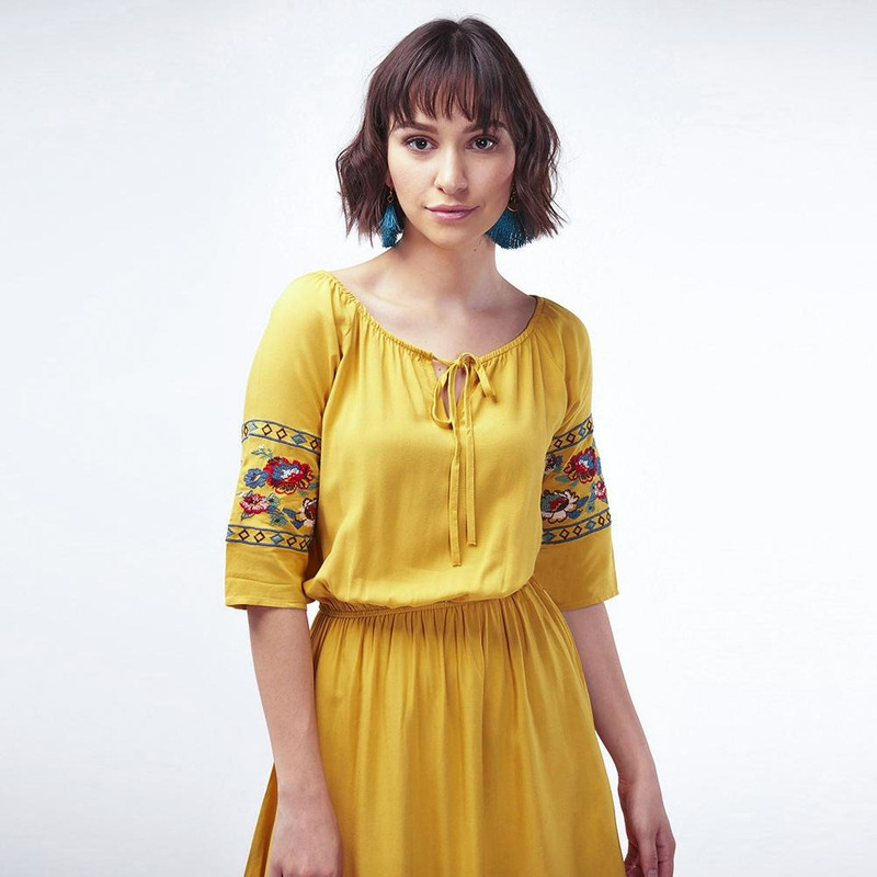 Vestido Amarilla Con Mangas Bordadas 017333